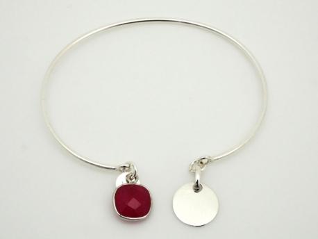 Bracelet jonc en argent ouvert avec médaille et pierre fine