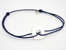 Bracelet petite cible carrée en argent sur cordon