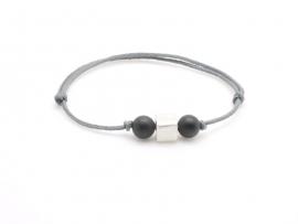 Bracelet perles et cordon pour enfant
