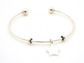 Bracelet jonc ouvert en argent avec médaille étoile
