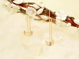 Boucles d'oreilles plissées sur chaîne en plaqué or